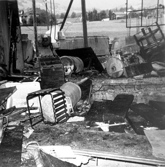 Blick in zerstörte Werkstatt nach gewaltiger Explosion im August 1956