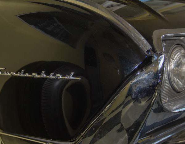 Sicherlich eine der originalsten Prospektaufbewarungen - Eine Ford Thunderbird Jg. 61 - Front