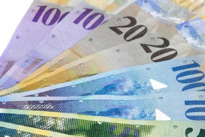 Verschiedene Banknoten als Fächer dargestellt
